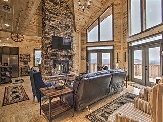NEW-Gatlinburg Home w/Stunning Mtn Views & Hot Tub