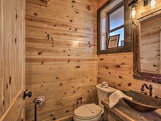 'Hawk's View' Gatlinburg Home w/ Views & Hot Tub!