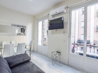 Cozy apartment close to the center of Madrid with Internet, Washing machine, Air