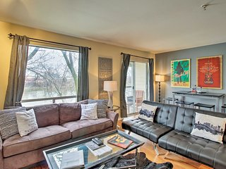 Chic Nashville Condo w/Balcony 7 Mins to Downtown!