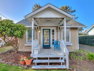 Beautifully Refreshed 1920's Gleneden Beach Cottage Close to Beach Access!