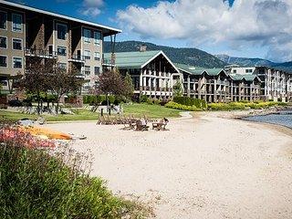 Seasons at Sandpoint - Beautiful Lakefront Condo - Pool, Hot Tub, Marina