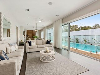 The Hamptons in Blairgowrie: pool & luxurious