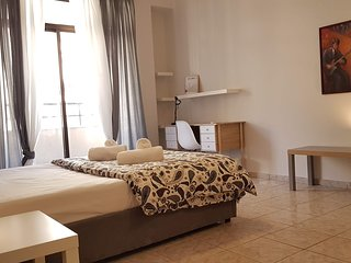 Palette Apartment (Champagne) - Athens Center, 6 BD, 3 BATH