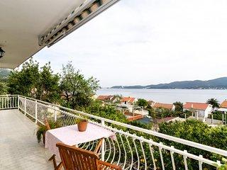 Apartments Klara-Gorjana - Two Bedroom Apartment with Balcony and Sea View (1)