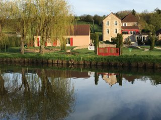 Burgundy Guest House for perfect vacation on the Canal du Centre and shared pool