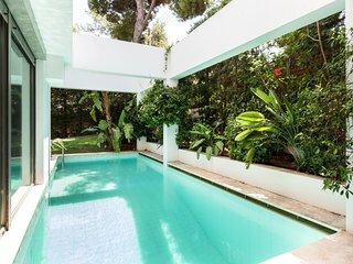 Villa Lillium with pool & garden by JJ Hospitality