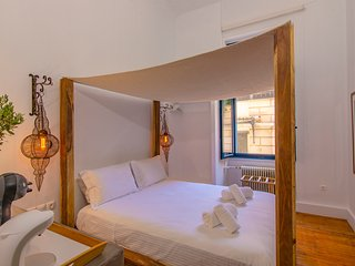 Art Pantheon Suite 1 in Plaka by JJ Hospitality