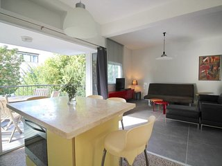 Sokolov 50-Gorgeous apt with balcony Basel area