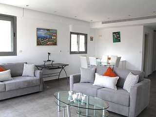 Ha-Kovshim st-2 bedrooms,sea view with parking