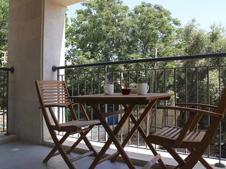 Great 2 bedrooms with balcony & parking-Matalon st