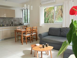 Lassale st. Lovely 2 bedrooms - sunny and quiet