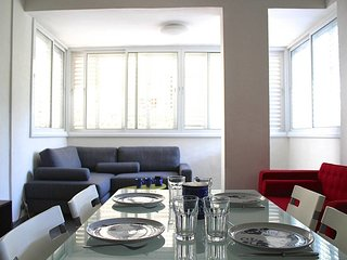 Nordau Blv.- CUTE 2bdms apartment, near beach