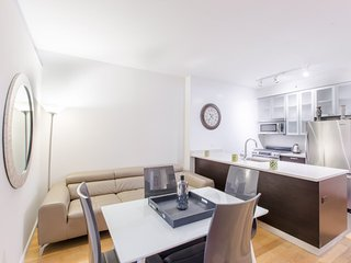 8E-UWS 2 BR-COLUMBUS AVE-GYM-POOL-GARAGE