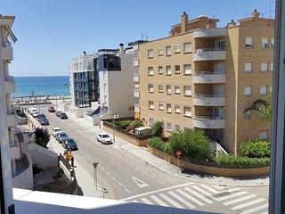 Apartamento luminoso con piscina y vistas al mar