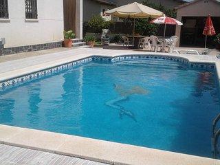 Villa con jardín, piscina y cerca de la playa