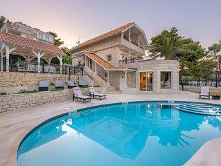 Villa Bella Vita – Luxurious pool villa with sea view in the quiet bay, Brac
