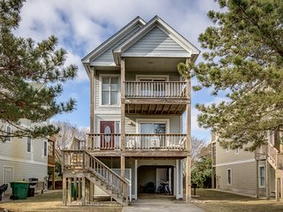 Heart of Corolla   1750 ft from the beach   Dog Friendly, Community Pool