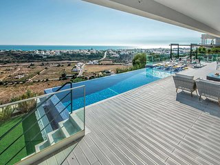 AGUIA-MAR Luxury Villa,infinity pool (heatable),games room,AC,free WiFi,sea view