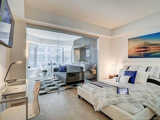 LUX Junior Suite at Yorkville ☆☆☆☆☆