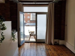 Stylish 1-Bed Loft w/ Parking