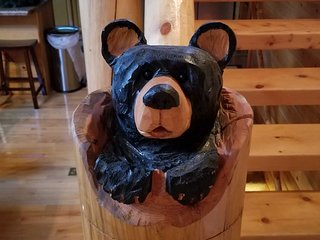 'Bear on the Stair' Smoky Mtn Cabin w/ Hot Tub!