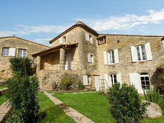 Oppedette Villa Sleeps 8 with Pool and WiFi - 5822314