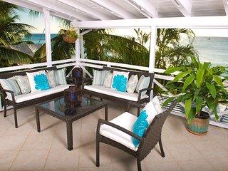 Bora Bora Upper - Chic Beachfront Apartment