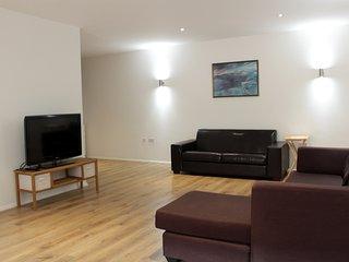 Charming Modern 2 Bedroom Flat near Aldgate East Station