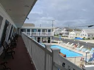 1600 SURF # C N. Wildwood MONTHLY/ Seasonal RENTAL - 2 Blocks BEACH/Pet Friendly