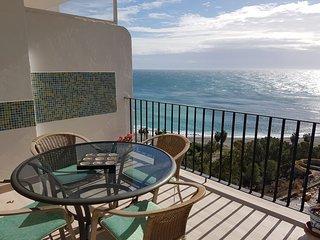Luxury two bedroom apartment in Marina del Este. Stunning sea views.