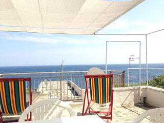 Holiday Home ' SALENTO Joy' ,in Castro Marina,Waterfront ,Vista mare,2 bedrooms