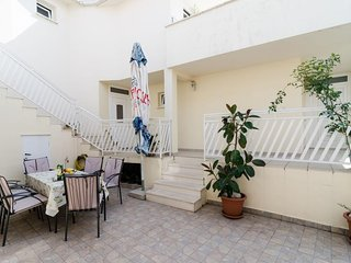 Spacious apartment in the center of Slano with Internet, Air conditioning, Balco