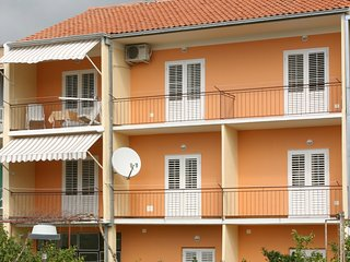 Spacious apartment in the center of Podgora with Parking, Internet, Air conditio