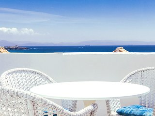 Spacious apartment a short walk away (232 m) from the 'Playa de Los Lances' in T