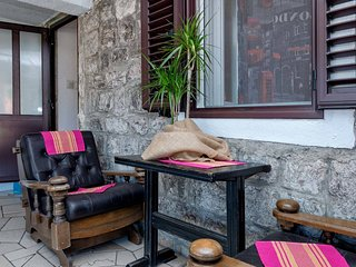 Spacious apartment in the center of Stari Grad with Internet, Air conditioning,