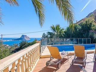 LUIS,Gran villa para 10 pax en calpe con vistas al mar y al Penon de Ifach wifi