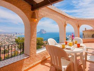 ARCADIEN. villa en Calpe con bonitas vistas al mar y al Penon de Ifach wifi grat