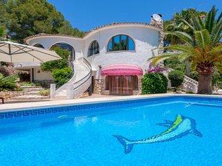 DELFINA,Villa bonita en Altea con piscina privada y parcela grande