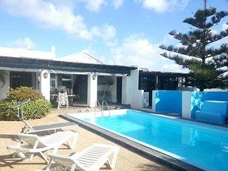 Tahiche Villa Sleeps 6 with Pool and Free WiFi - 5700445