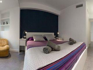 Spacious  Prado apartment in Maria Luisa with WiFi, air conditioning, private te