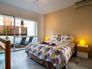 Sol apartment in Casco Antiguo with WiFi, air conditioning, private terrace & ba