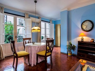 Alfaro I apartment in Santa Cruz – Catedral with WiFi, air conditioning, balcon