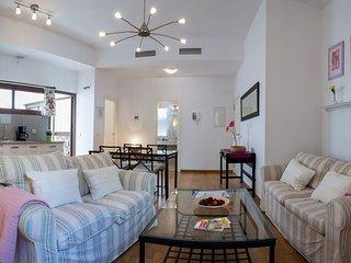 Postigo apartment in Macarena with WiFi, air conditioning, private terrace, balc