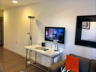 Aldgate East Studio apartment in Tower Hamlets with WiFi.