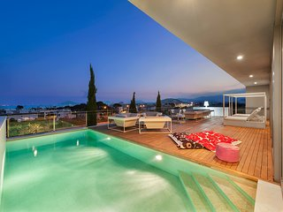 Luxury Villa Phoenix Incredible Views Outdoor and Indoor Pool close to the beach
