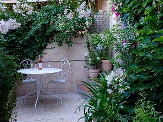 Sunny Provencal Cottage