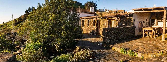 "Terrace with Views - ""Geranios Rojos II"""