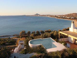 Villa 'Azure' infinity Pool  - Villa Paradise Hotel Naxos