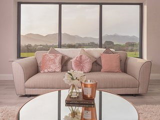 Stunning 5 Bedroom Holiday Home in Killarney with Amazing Views!